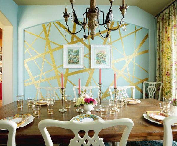 Столовая с ассиметричным узором на стене