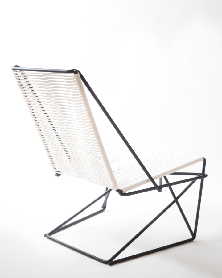 Наклонная спинка кресла CR45 от Many Hands Design