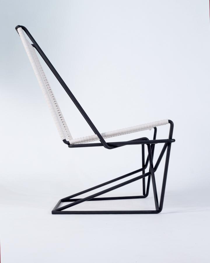 Изогнутая форма кресла CR45 от Many Hands Design