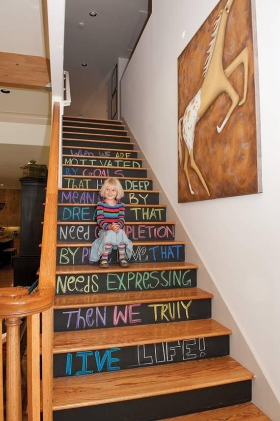Грифель на ступеньках лестницы