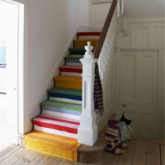 Разноцветные ступеньки лестницы
