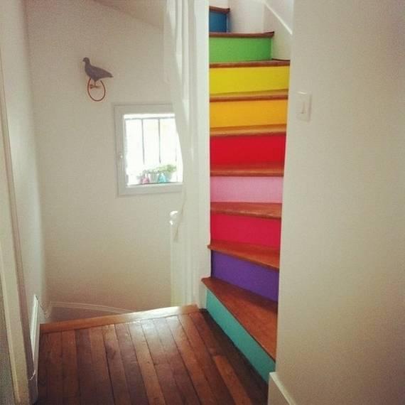 Ступеньки в разный цвет на лестницы
