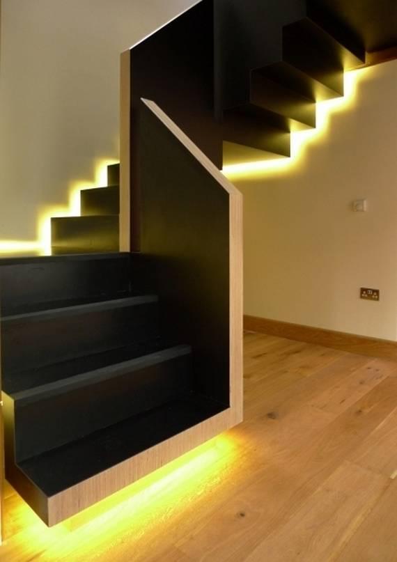 Черная лестница с подсветкой
