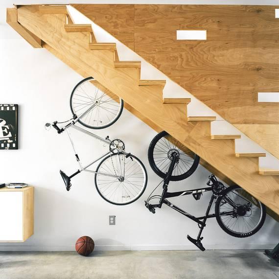 Хранения велосипедов под лестницей
