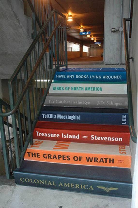 Рекламные слоганы на лестнице