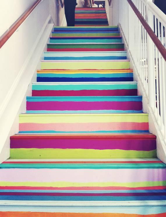 Радужная покраска лестницы