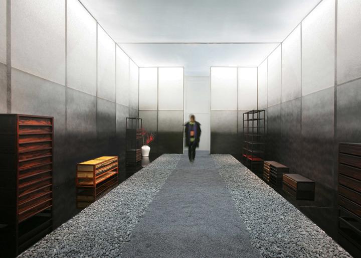 Бетонная тропа в выставочном павильоне