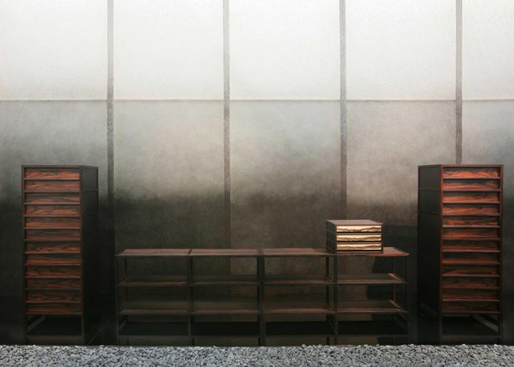 Оформление стен в серых оттенках в выставочном павильоне