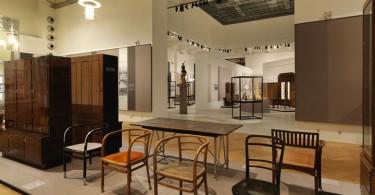 Выставка великих дизайнеров модернистов Йозефа Хоффманна и Адольфа Лооса