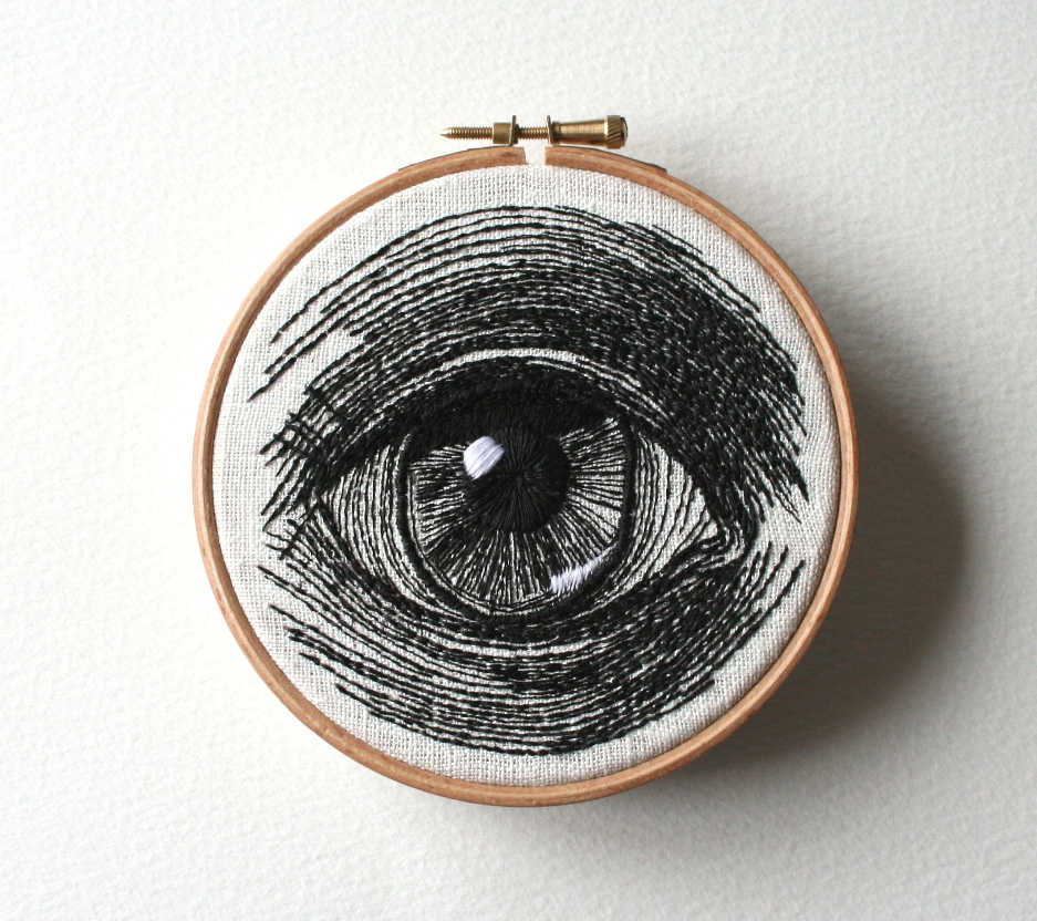 Черно-белая вышивка глаз