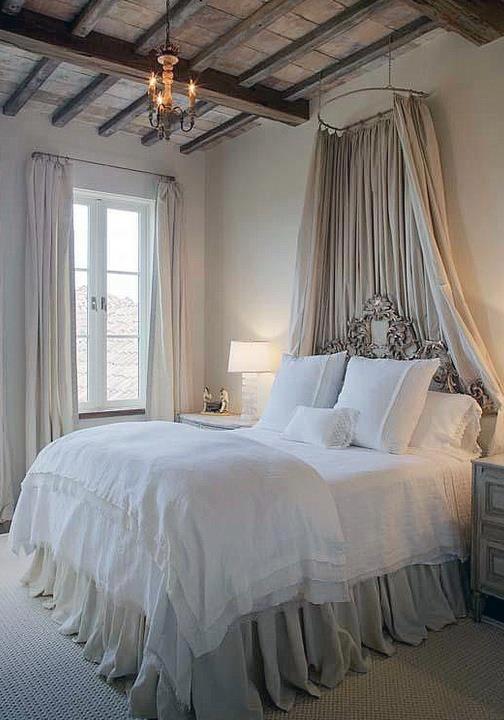 Изысканный интерьер спальни во французском деревенском стиле