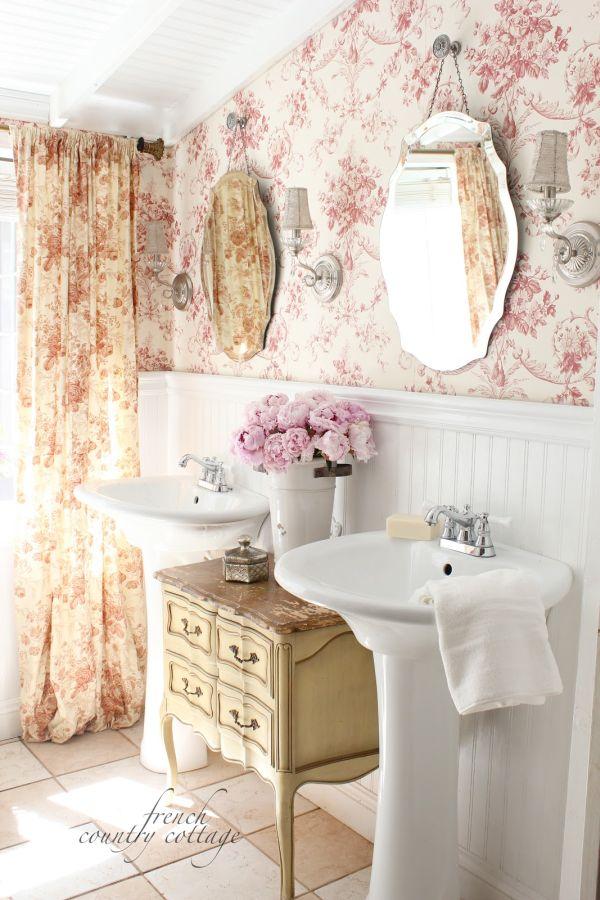 Цветочные принты в интерьере ванной