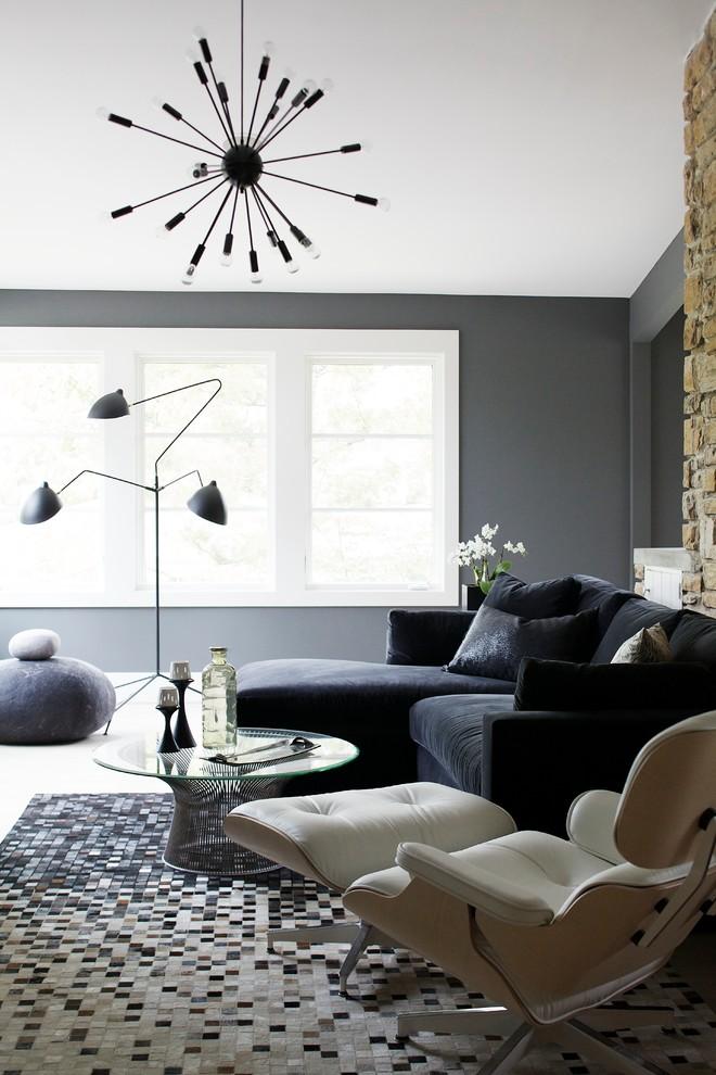 Кресло для релаксации в интерьере гостиной