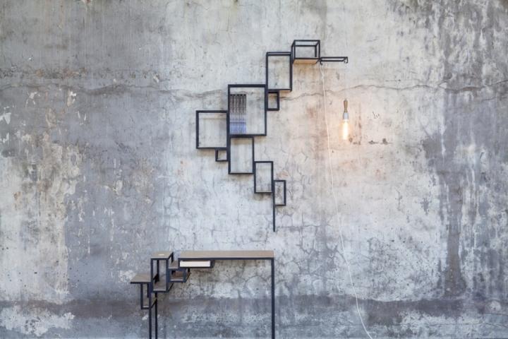 Настенные полки и стол геометрической формы от Филипа Янссенса