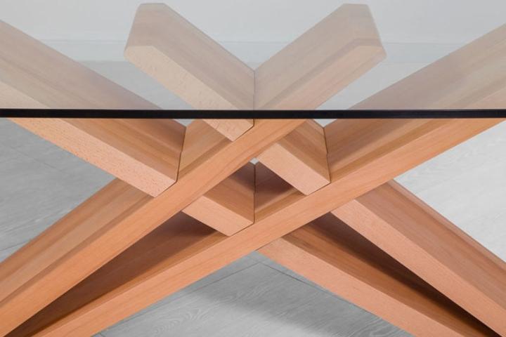 Стеклянная поверхность стола CHEFT от Studio Pousti