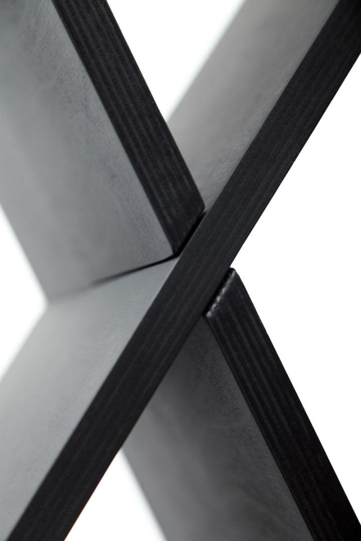 Черные фасада стеллажа CHEFT от Studio Pousti