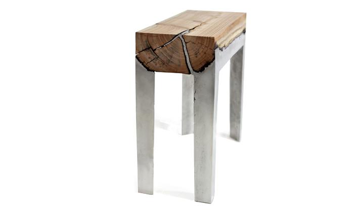 Скамья из дерева и бетона
