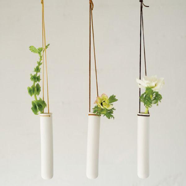 Подвесные вазы с растениями