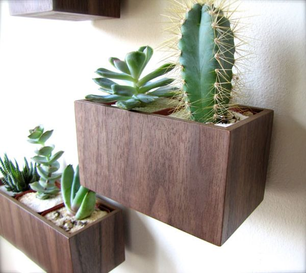 Original ideas for landscaping rooms: hanging gardens created with containers and flower pots