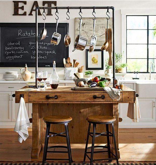 Деревянный кухонный остров на кухне