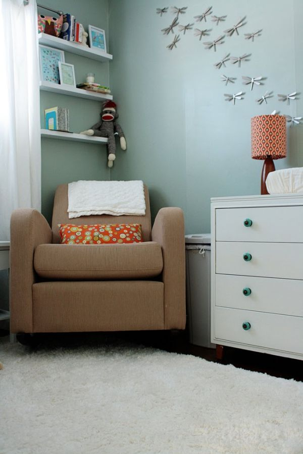 Узор на подушке и лампе в интерьере