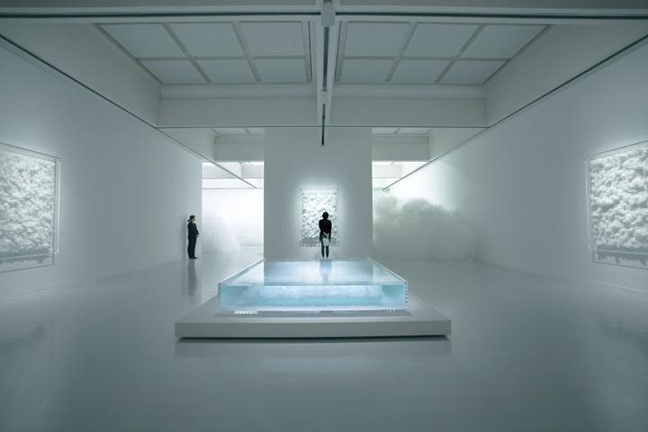 Инсталляция из стекла