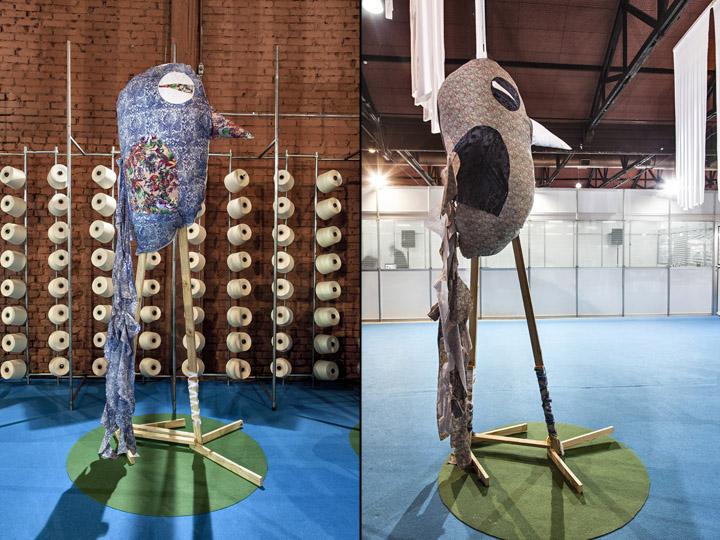 Инсталляции в виде птиц на выставке