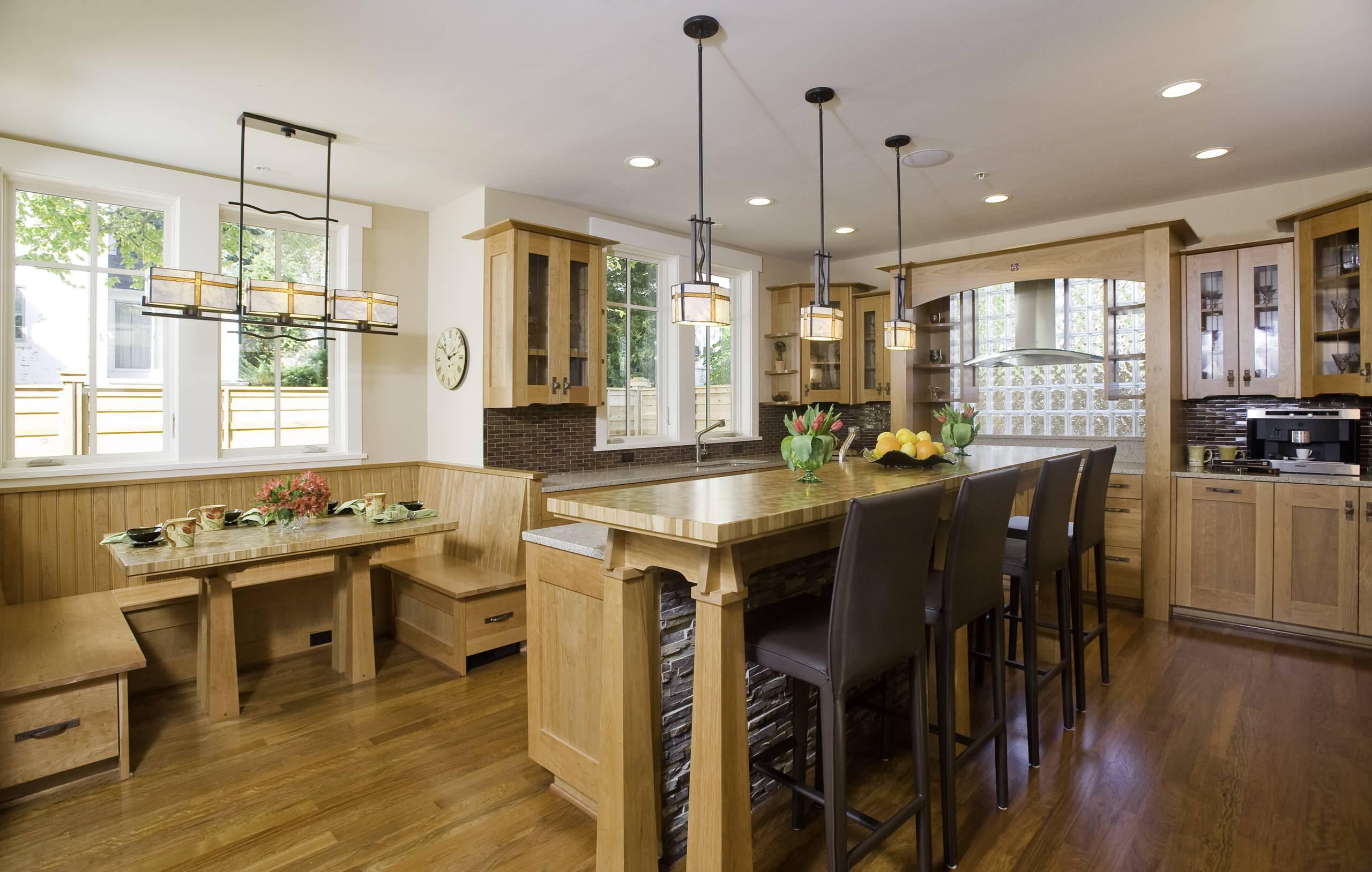 Отделка деревом поверхностей на кухне