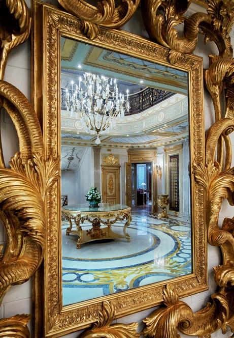 Зеркало в интерьере дворца в Подмосковье