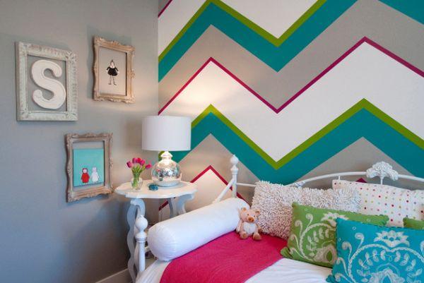 Разноцветная полоска на стене