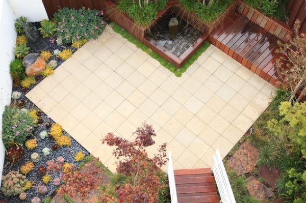 Белая плитка в саду