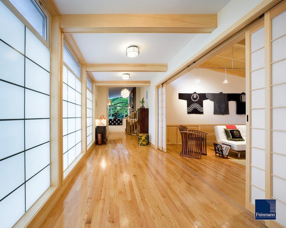 Просторный интерьер в японском стиле
