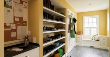 Отделения для хранения обуви в интерьере помещения