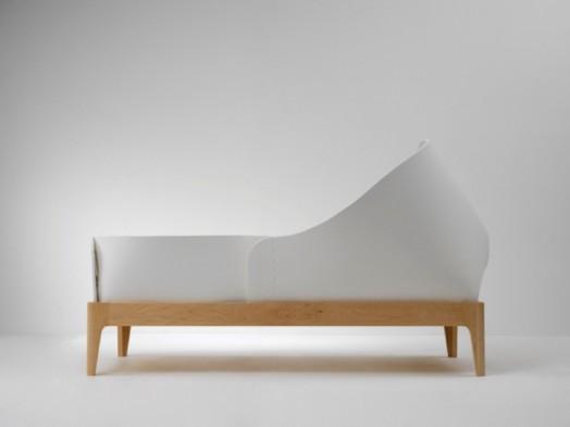 Кроватка белого цвета для новорожденных