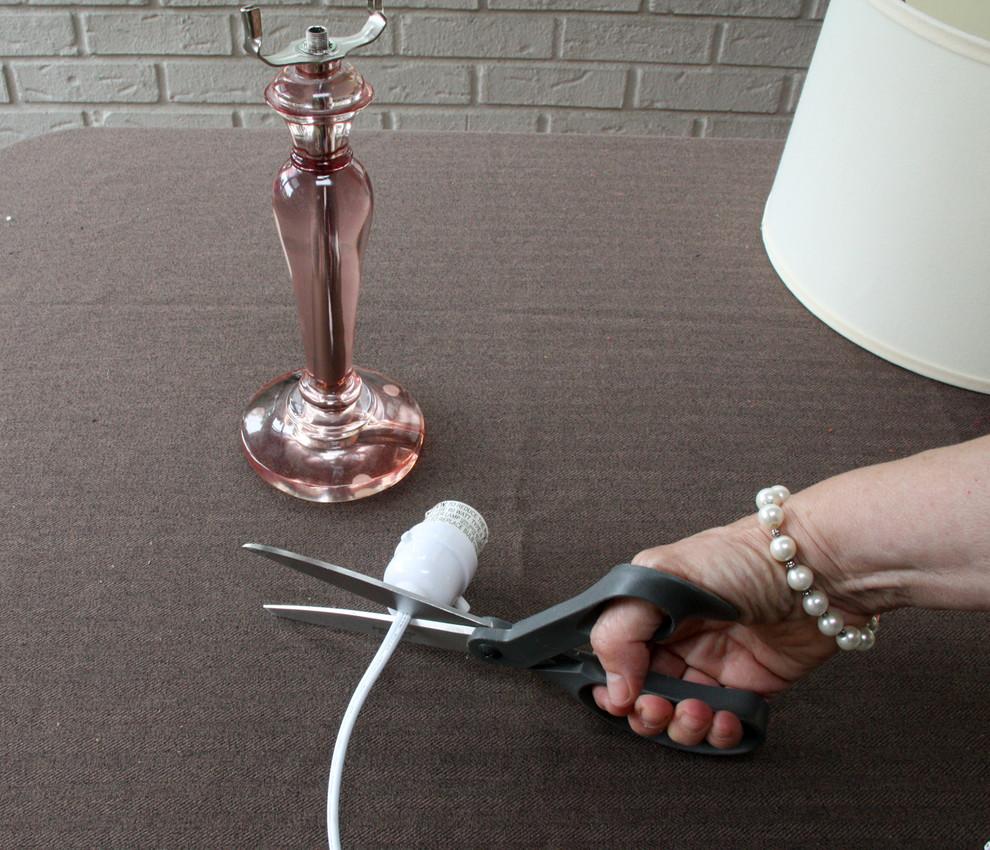 Обрезка провода от патрона