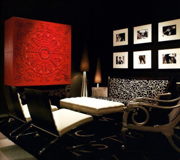 Черно-белый интерьер гостиной с красным акцентом