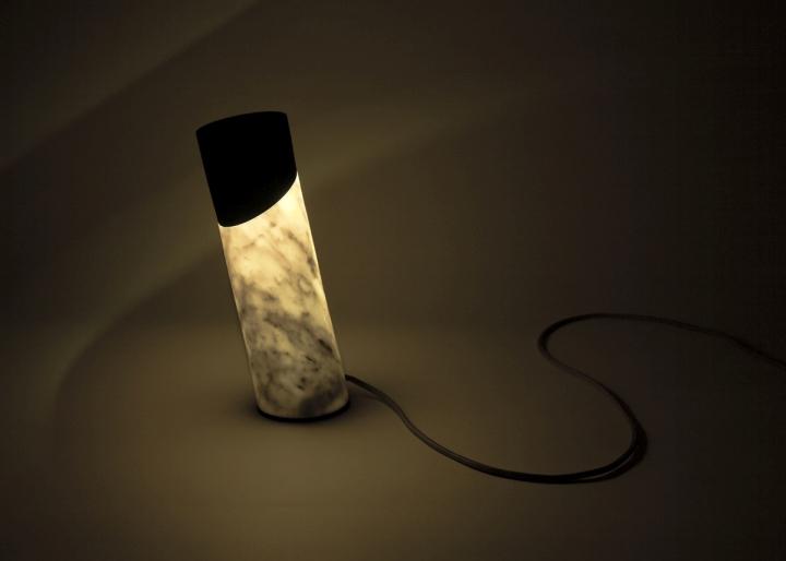 Чудесный настольный светильник Italic от Flip Sellin & Philipp Brosche