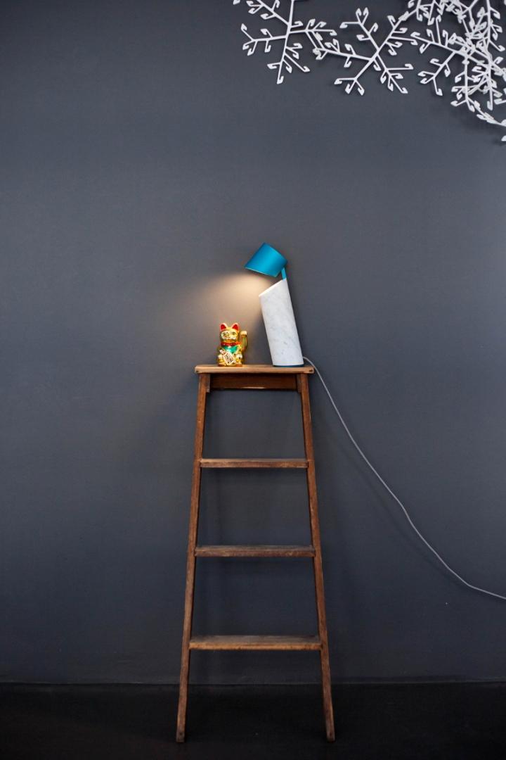 Прекрасный настольный светильник Italic от Flip Sellin & Philipp Brosche