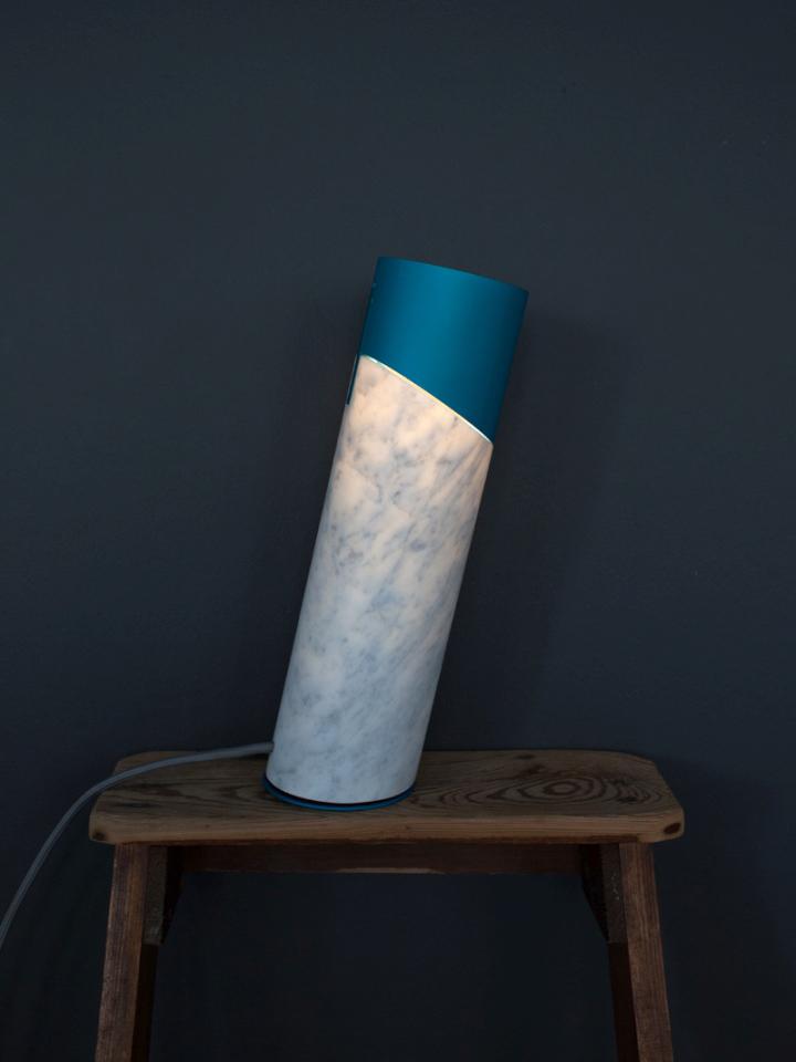 Восхитительный настольный светильник Italic от Flip Sellin & Philipp Brosche