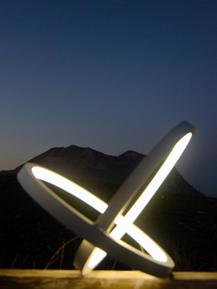Оригинальный осветительный элемент NFINITY от Leonardo Criolani для улицы