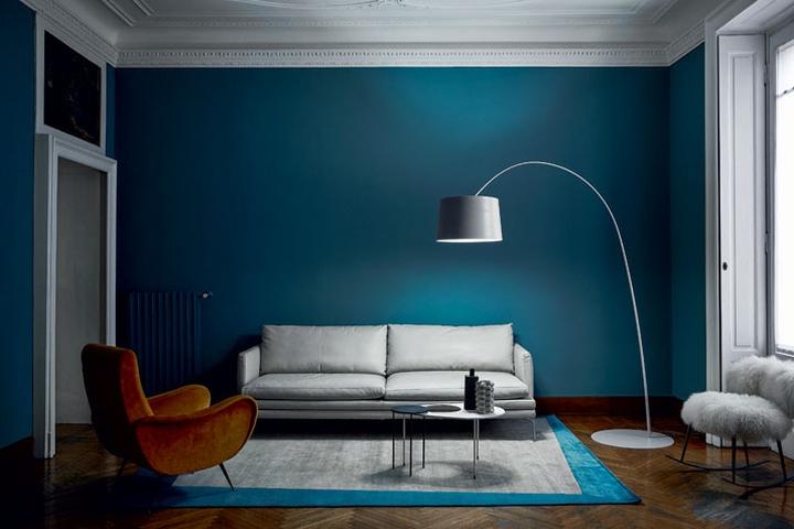 Оригинальный дизайн напольного торшера Light Portraits в интерьере гостиной