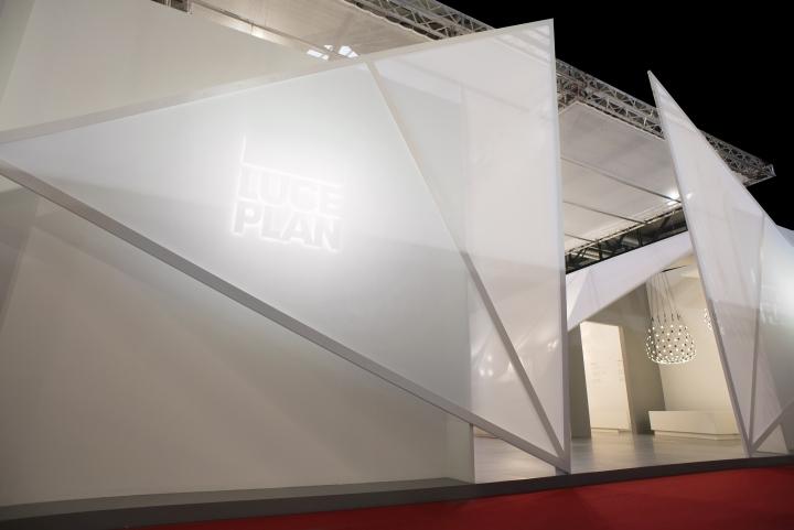 Светодиодная подсветка на выставке