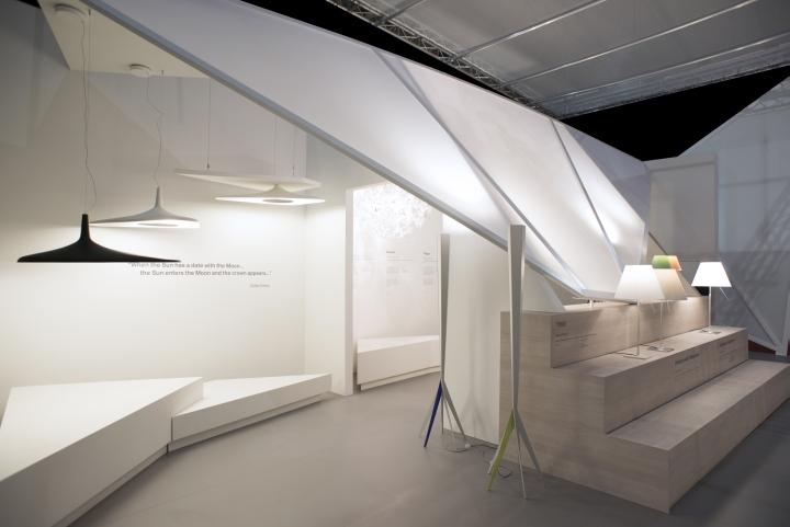 Осветительные элементы на выставке