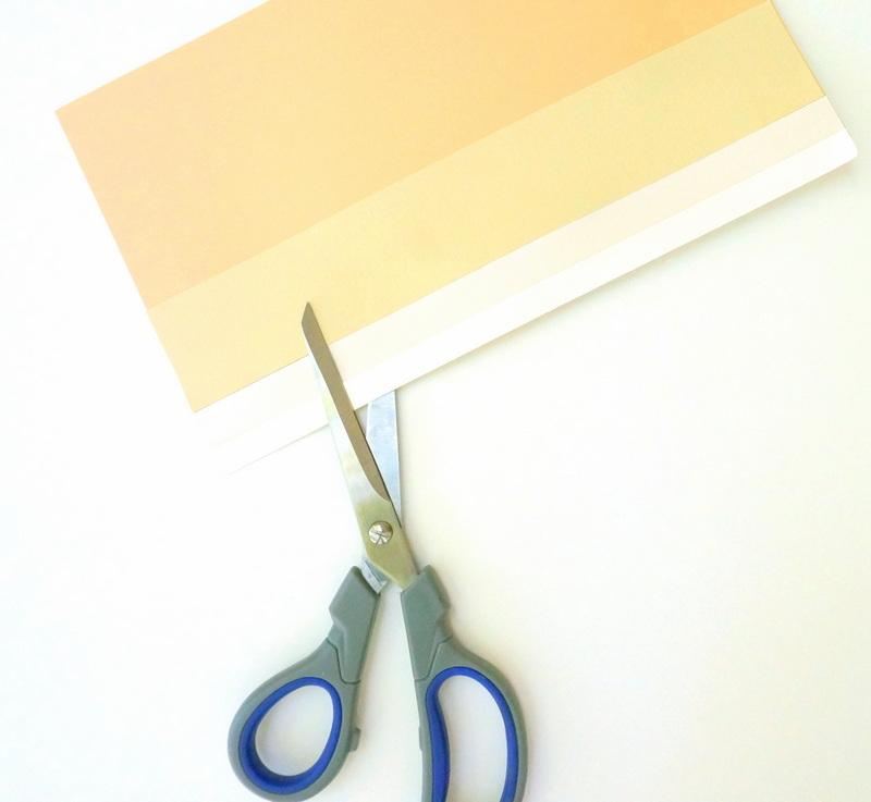 Работа ножницами с бумагой