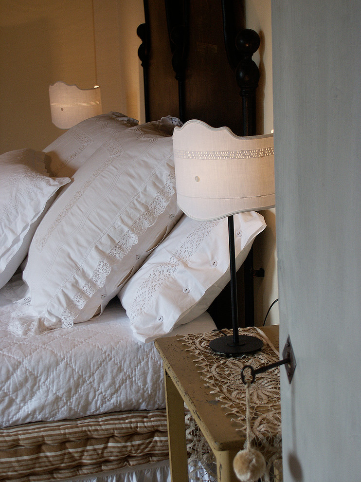 Текстильные наволочки на подушках