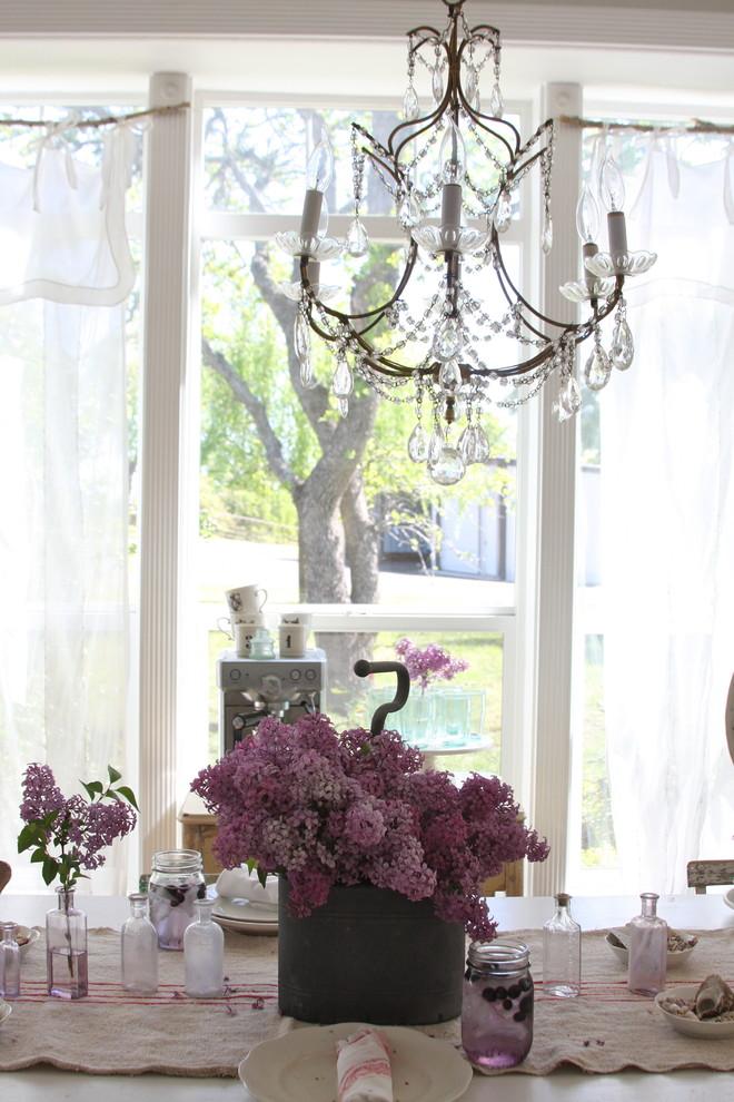 Броские занавеси в оформлении окна