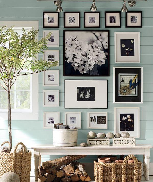 Черно-белые фотографии на стенах