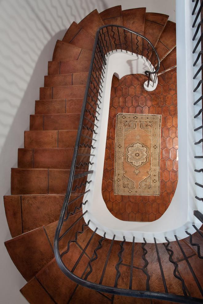 Ковер под лестницей для прихожей