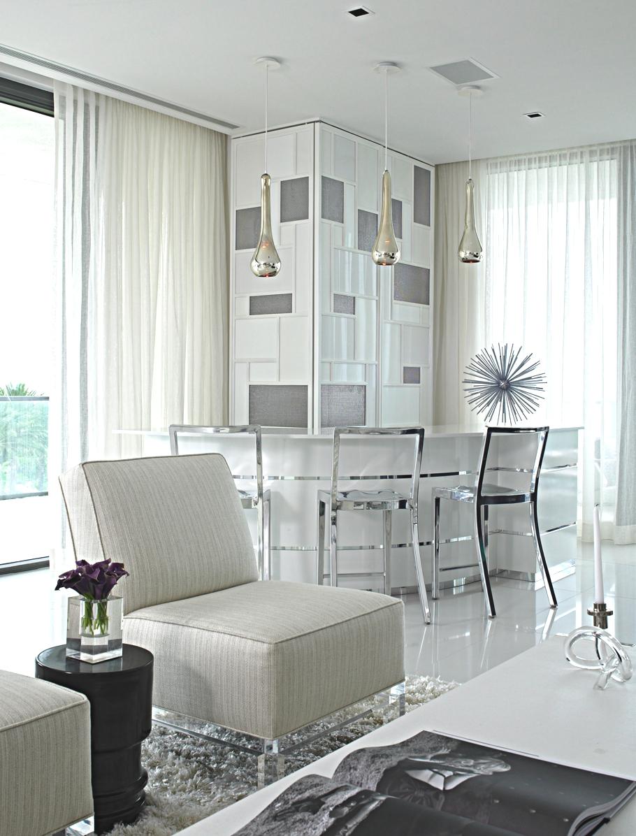 Открытая гостиная в современном стиле