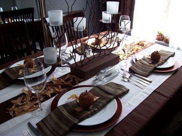 Сервировка стола ко дню Благодарения в бело-шоколадном цвете